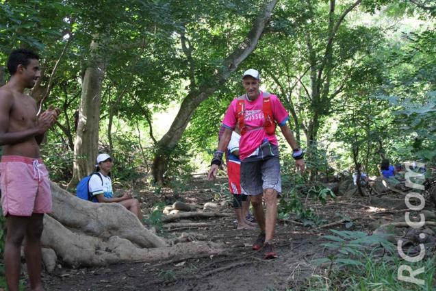 Notre compatriote Michel Jourdan dans les derniers 700 mètres. On remet ça Michel?