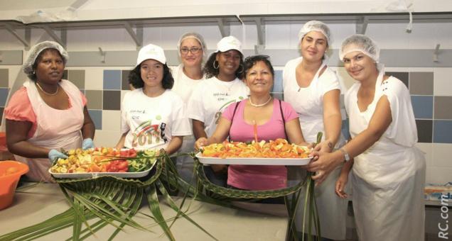 Des fruits et des légumes étaient préparés par la MFR de l'Ouest, sous la conduite de Marie Dijoux et Stéphanie Fontaine