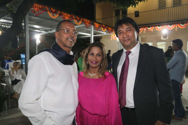 Joël et Annie Narayanin, propriétaires de l'Hôtel Akoya, et Sanjay Audavjee, bijoutier