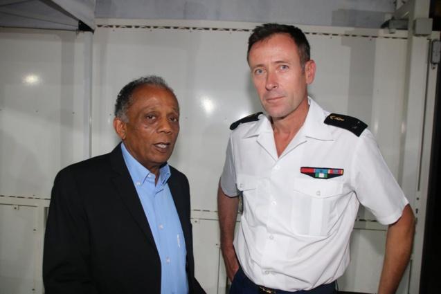 Gilbert Annette, maire de Saint-Denis, et le général Xavier Ducep, commandant de la Gendarmerie Nationale à La Réunion