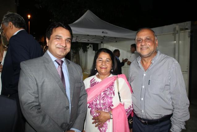 Sanjeev Kumar Bhati, avec Rabia et Osman Badat