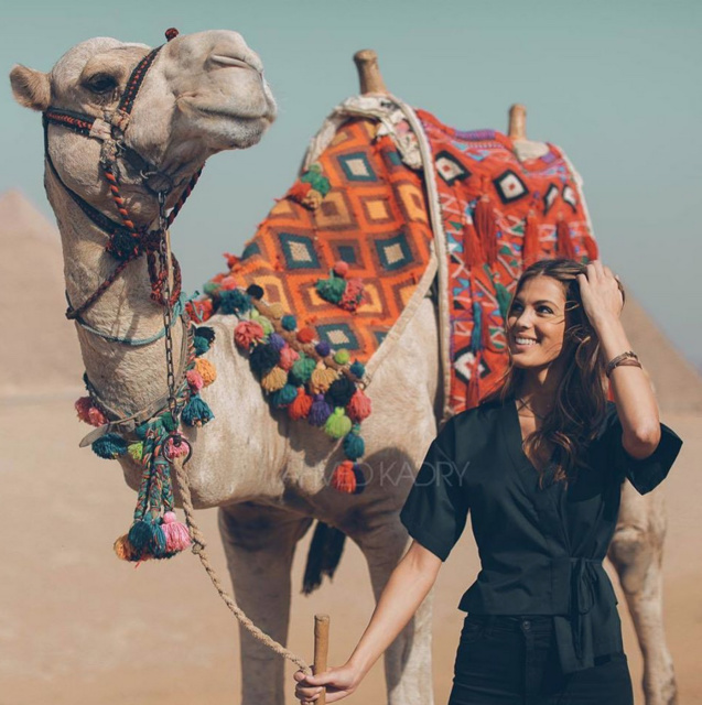 Elle s'éclate en Egypte Iris! (photo Iris Mittenaere Actu)