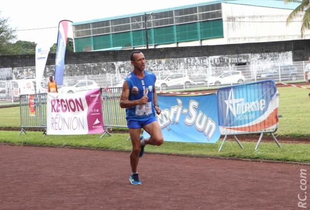 Thierry Ganosky est en train de conclure victorieusement pour Run-Oxygène