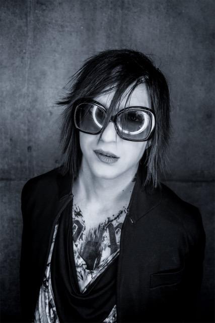 Il a 26 ans et continue sa carrière au Japon...