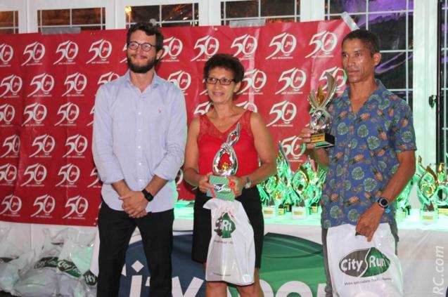 Guy Dreulle, directeur commercial de City-Sport, Mimose Dallèle (2ème) et Hervé Abrillet, représentant Isabelle MUsso (1ère) . Catégorie Masters 3