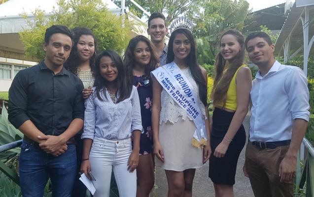 Les 7 étudiant(e)s avec Audrey Chane Pao Kan, Miss Réunion 2017 et 4ème dauphine Miss France 2018