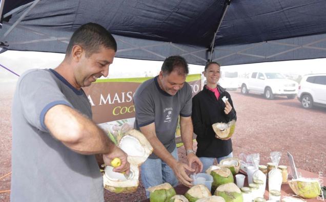 Dégustation d'eau et de noix de coco à votre arrivée, par la Maison du Coco