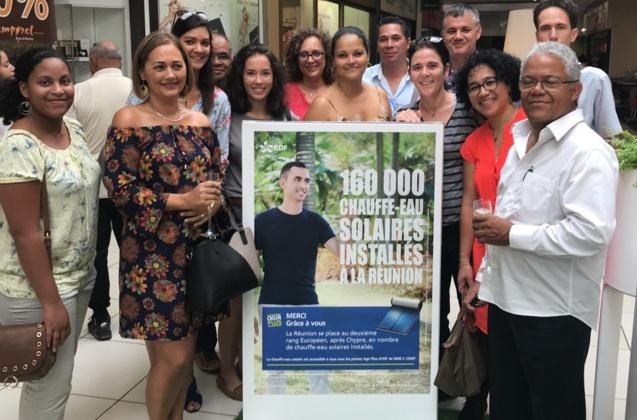 Le couple Beaumarchais entouré du service efficacité énergétique d'EDF à La Réunion