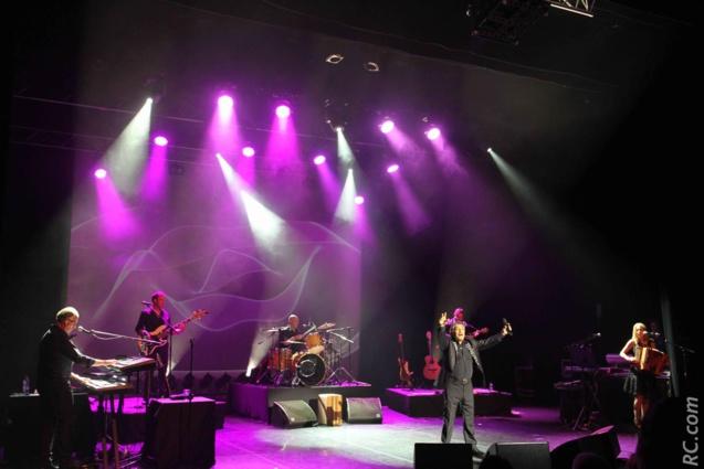 Sous les projecteurs du Théâtre Luc Donat, le chanteur Italien a fait vibrer son public