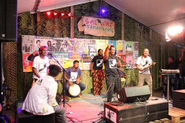 La musique pëi dans la salle verte de Simangavole