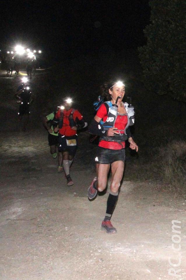 Claire Nédellec vient de se relever de sa chute et tente de reprendre la course