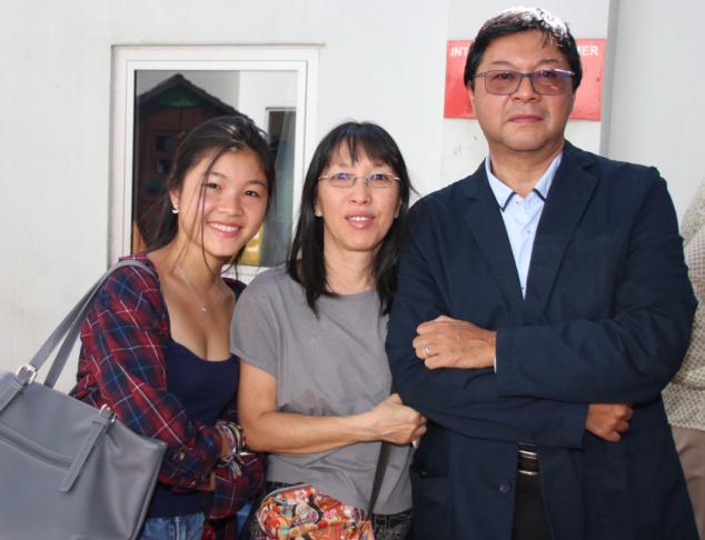 Jerry Ayan avec son épouse et sa fille. Une famille qui a été meurtrie par la disparition d'Anne-Laure...
