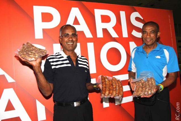 Jean-Philippe Ibouth est un ancien coureur des Tamouls. Installé en Métropole depuis 40 ans, il viendra courir le Grand Raid bientôt. En attendant il a goûté aux saucisses d'or de son ami Jean-Pierre Vee.