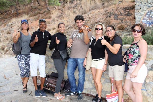 Nos représentants ont apprécié le « joli coup de violon » de ce musicien itinérant sur une colline surplombant le port de Malaga