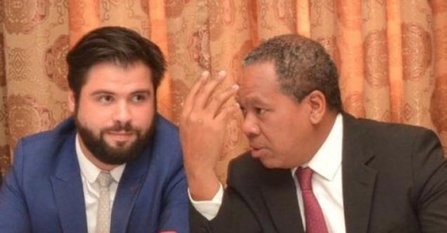 Nicolas Lehoucq (à gauche) avait ouvert la ligne Réunion/Tana avec Corsair, ici aux côté de l'ex-Ministre du tourisme malgache, Roland Ratsiraka (photo newsmada)