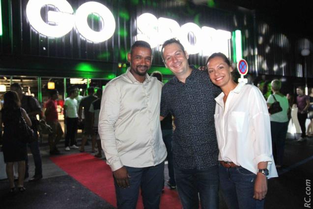 Eddy Némorin, directeur de Go Sport Savanna, l'architecte du projet Florian Galache et son épouse Nathalie, de Promo Web Réunion
