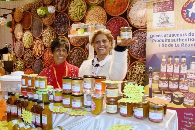Pour Passion Epices à Paris, c'est Sylvie Sinimalé (à droite)