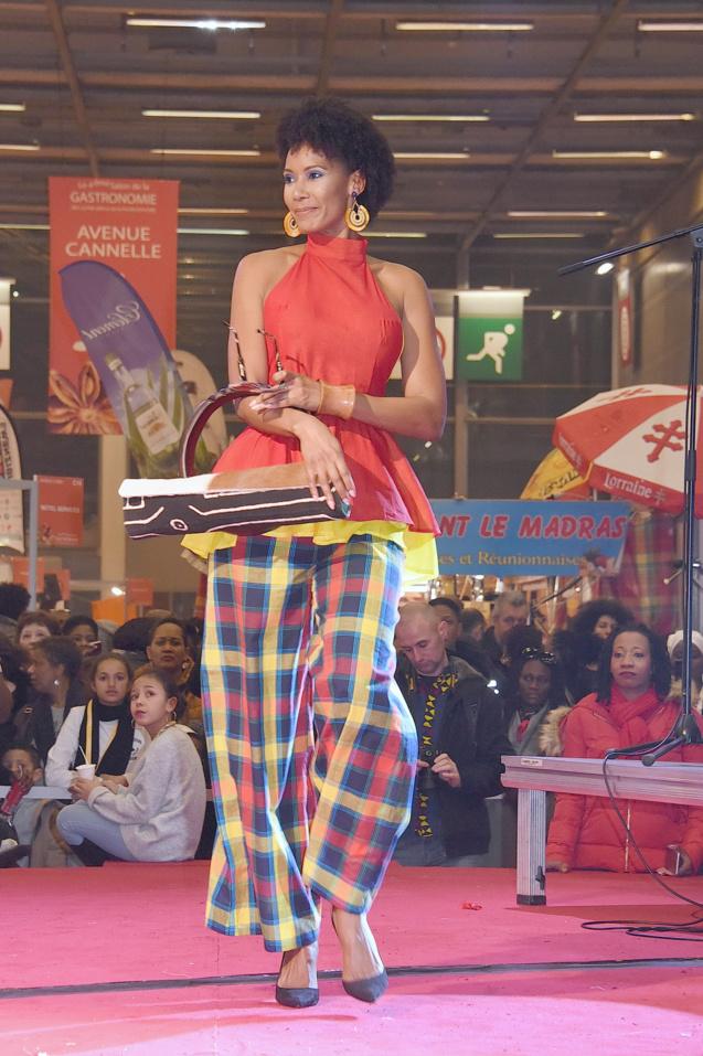 Défilé Glam Ethnik (Ayden). Corine Coman (Miss France 2003).