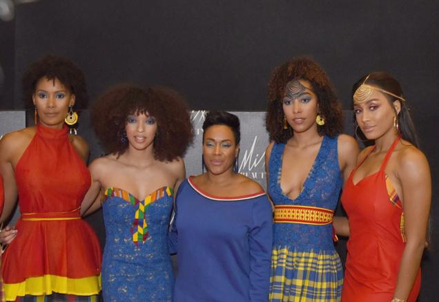 Défilé Glam Ethnik (Ayden). Quatre Miss Guadeloupe : Corinne Coman (Miss France 2003), Ophély Mézino (1ère Dauphine Miss France 2019), Chloé Mozar (Miss Guadeloupe 2014), Morgane Thérésine (3ème Dauphine Miss France 2017) et  la chanteuse Lynnsha