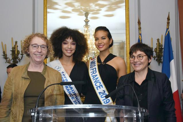 Muriel Pénicaud, Ministre du Travail, Ophély Mézino, 1ère dauphine Miss France 2019, Vaimalama Chaves, Miss France 2019, et Annick Girardin, Ministre des Outre-Mer