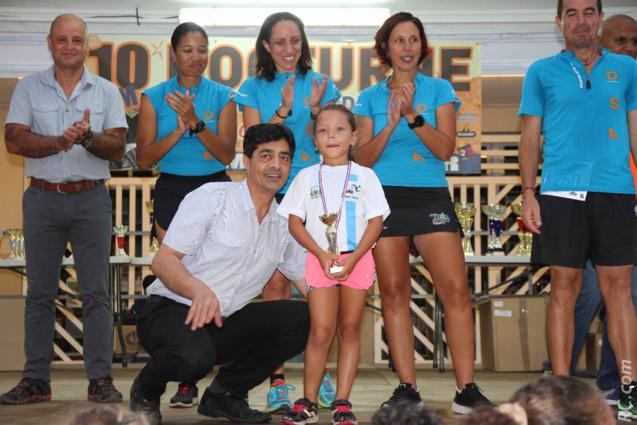 Le maire de l'Entre-Deux Bachil Valy félicite les jeunes lauréats