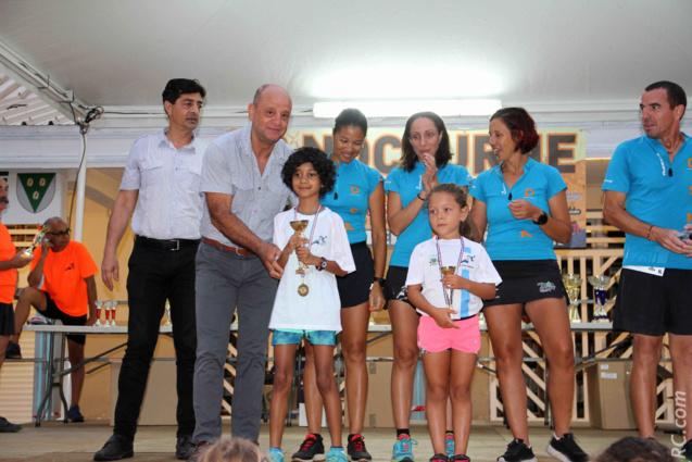 Les félicitations de l'adjoint au maire délégué aux sports, Patrick Bègue, aux champions de la course des jeunes