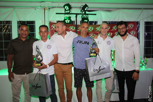 Avec les félicitations de Armand Sautron de Racing Republic, Bertrand Vienne et Guy Dreulle de City-Sport