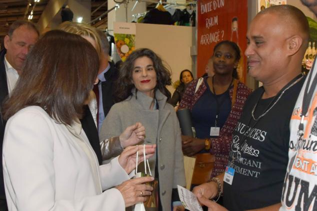 Inauguration par la maire de Paris, Anne Hidalgo et la directrice de la foire, Carine Prétère, directrice de la foire. Accueil à Réuni Rhums.