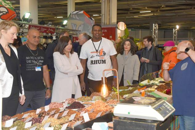 Foire de Paris: Anne Hidalgo visite l'outre-mer