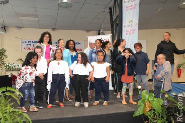 L'Association des Personnes de Petite Taille dont fait partie Jimmy Nayagom a présenté un spectacle de danses