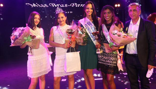 Lisa, Solène, Morgane, Shamina et Aziz Patel du Comité Miss Réunion
