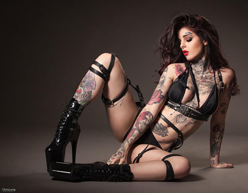 Mia Dolls, une femme de notre temps, qui assure et qui assume