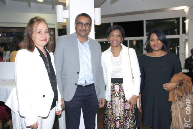 Autour de  la Commissaire de l'Entreprenariat à l'Assemblée Régionale de Rodrigues, Rose Marie Franchette Gaspard Pierre Louis CKS, Nathalie Biram, directrice de Air-Mauritius à Rodrigues, Zacharia Omarjee et Nathalie Ajaguin d'Air Mauritius Réunion