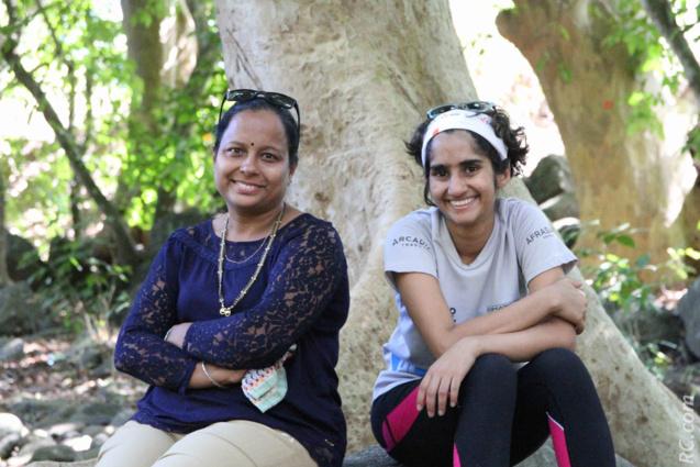 Elles attendent patiemment l'arrivée de leurs champions: Vishal et Lukeas