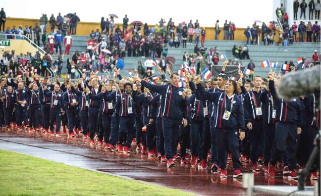 Une cérémonie d'ouverture sous la pluie...