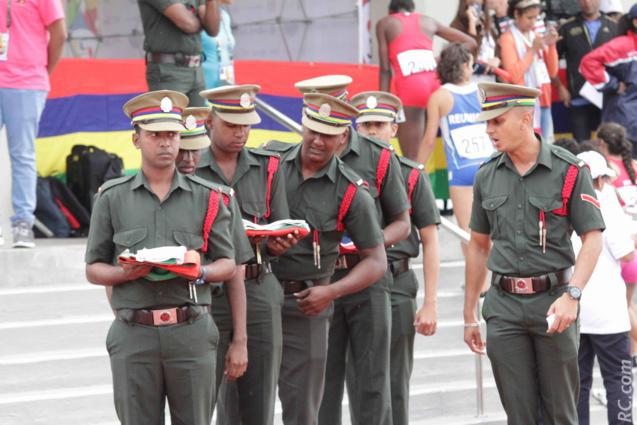 La Special Mobil Force chargée de la montée des drapeaux
