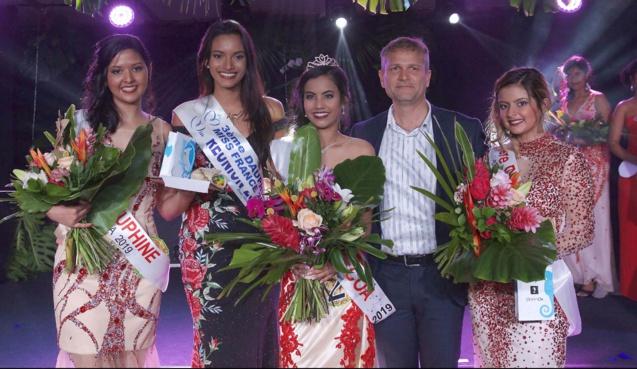 Gwendoline Fontaine, 2ème dauphine, Morgane Soucramanien, Miss Réunion 2018, Frideline Mouniama, Miss Vacoa 2019, Olivier Rivière, maire de Saint-Philippe, et Flora Olivar, 1ère dauphine