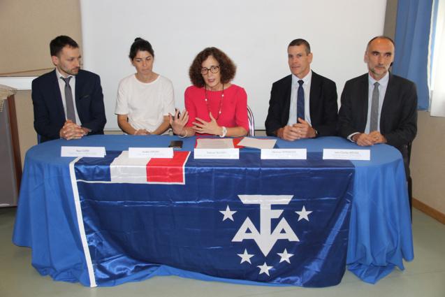 Evelyne Decorps, préfète administratrice supérieure des TAAF, a présenté les nouveaux chefs de district à la presse avant leur départ
