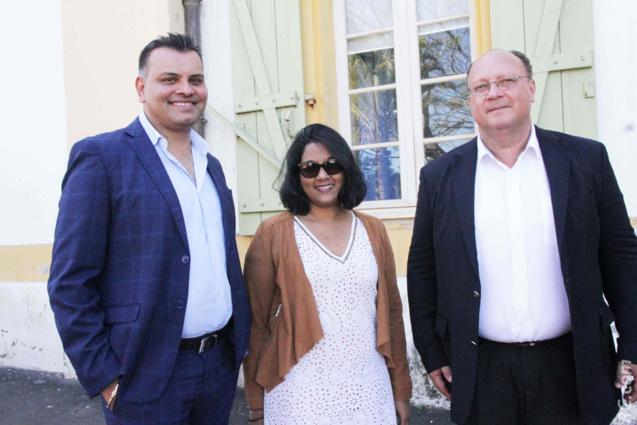 Arvind Bundhun, directeur de la MTPA, Nathalie Ajaguin de Air Mauritius, et Didier Prugnières, directeur de l'aéroport de Pierrefonds