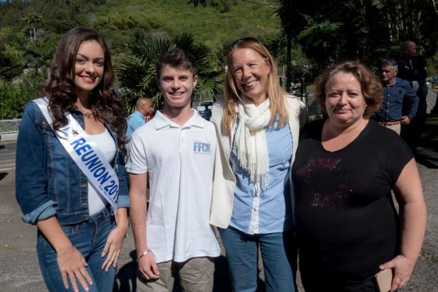 Morgane Lebon, Raphaël Louvigny, Véronique Lagourgue, présidente du comité régional de canoë-kayak,et la maman de Raphaël