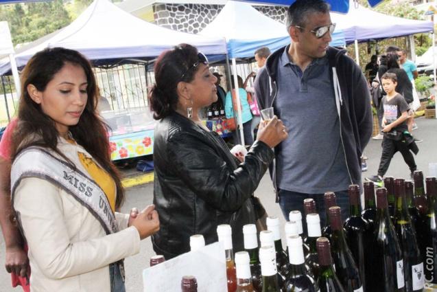 La découverte du vin de Cilaos au marché forain