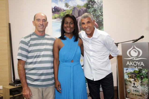Serge Marizy, cinéaste-réalisateur à Kanal Austral, Bernadette Villemin, directrice générale Europe de l'Office de Tourisme des Seychelles, et Jean-Louis Prianon de la Ligue Réunionnaise d'Athlétisme