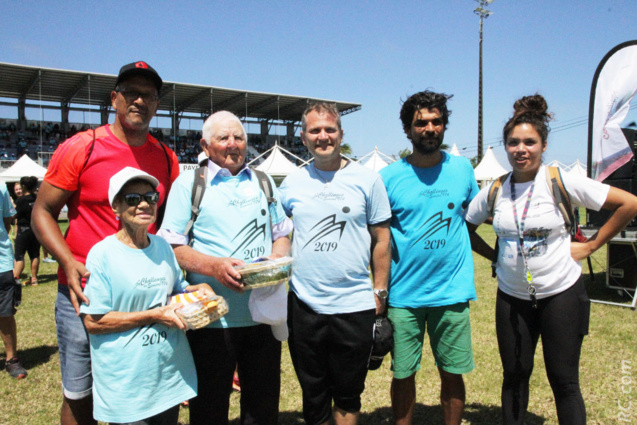 Aux côtés du maire Olivier Rivière et de Daniel Sangouma, les deux doyens de la journée: Olympe Verne, 91 ans, de Saint-Denis, et Armand Vitry, 93 ans, de Saint-Joseph