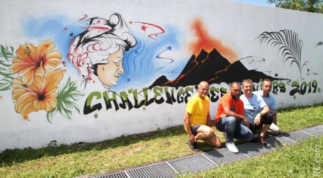 Philippe Fontaine, Fabien Lachapelle qui a réalisé la fresque du Challenge, Olivier Rivière maire de Saint-Philippe et Teddy Payet du Conseil Départemental