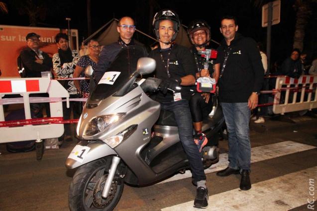 Didier Payet et ses camarades motards, en compagnie de Brigitte Hoarau de Réunion 1ère