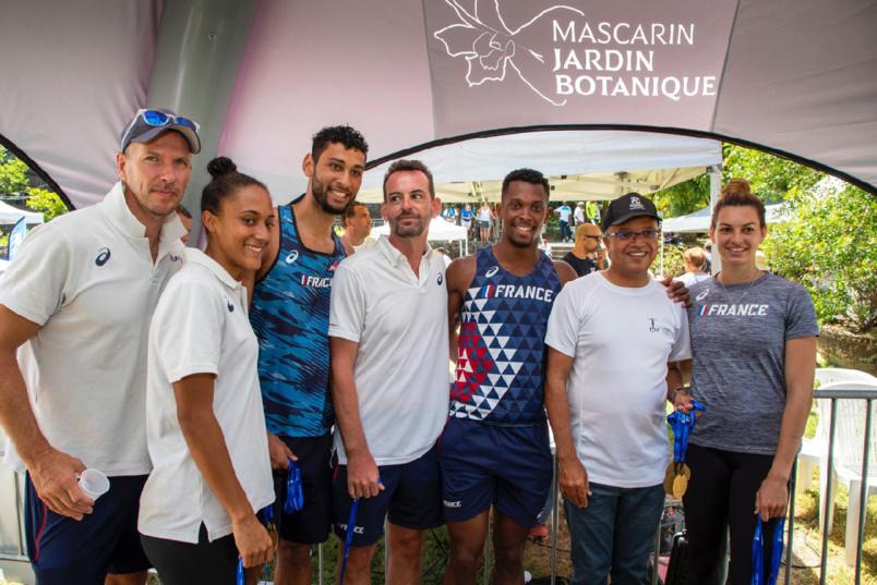 Le président du Conseil Départemental Cyrille Melchior entouré de l'équipe de France des épreuves combinées