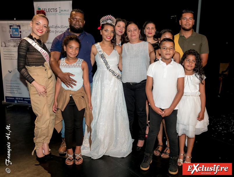 Anaïs avec ses parents et ses amis