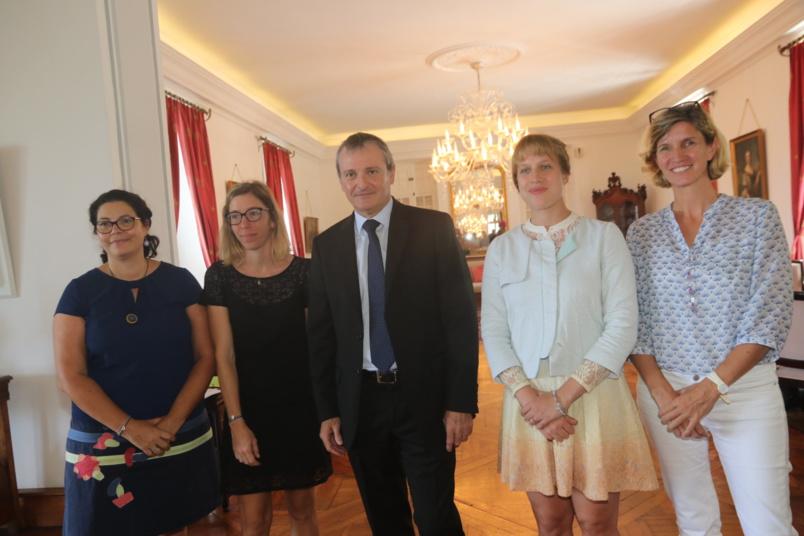 Le Préfet Jacques Billant, avec Camille Goyet, directrice de cabinet, et l'équipe communication de la Préfecture de La Réunion