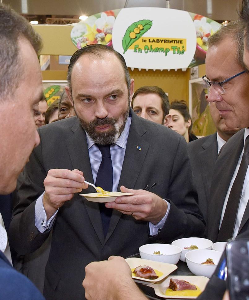 Edouard Philippe a quand même eu le temps de faire une rapide dégustation de produits réunionnais
