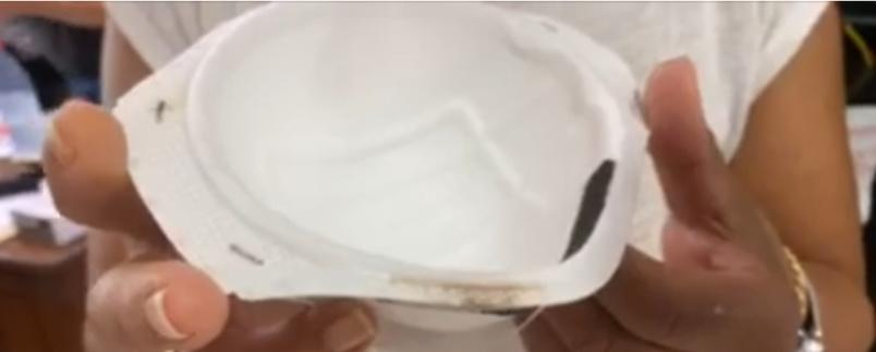 Masque moisi arrivé chez une pharmacienne (photo extraite d'une vidéo Imaz Press Réunion). Un contrôle visuel suffit pour voir que c'est défectueux